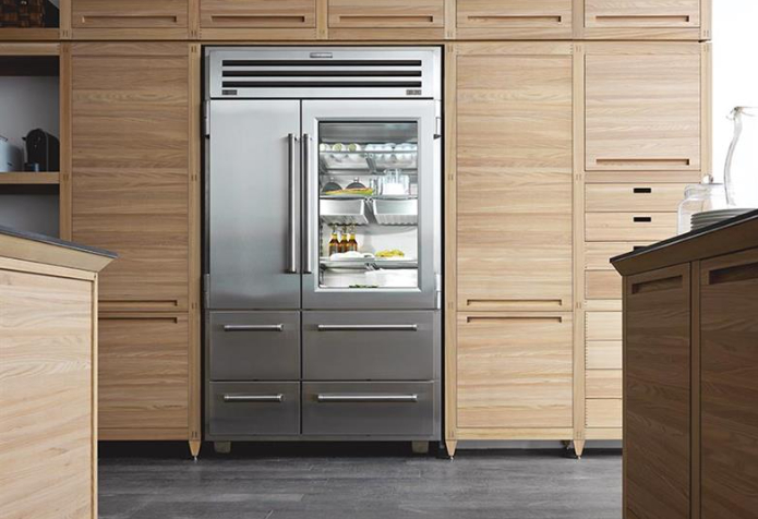 Sub Zero Pro 48 Is A Big Size Refrigerator, Made Of Stainless Steel. It Is  An Appliance Characterized By Sophisticated Design And Is Composed By A  Freezer ...