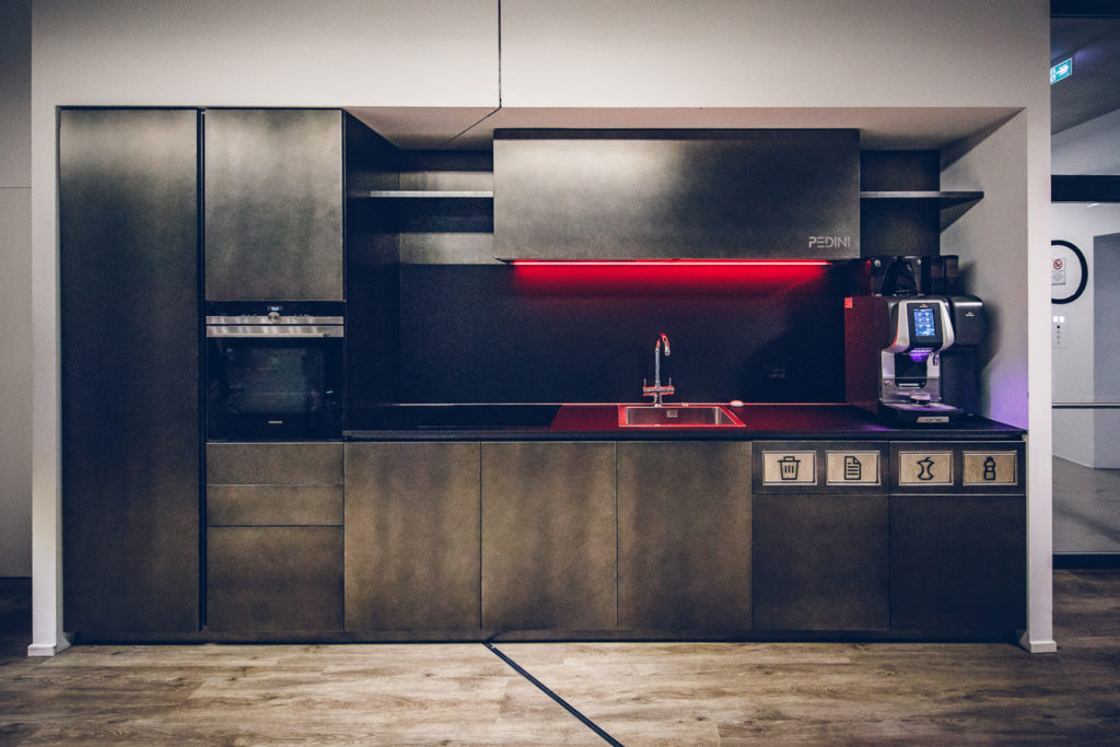 Pedini, Italian Company Of Furnishing Has Recently Signed A Partnership  With Microsoft And IoMote To Create Hi Pedini, An Intelligent 4.0 Kitchen,  ...