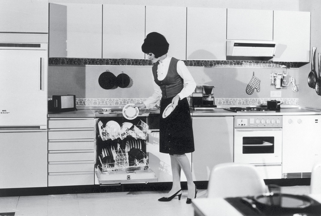 Kitchen with AEG built-in appliances (Sixties).