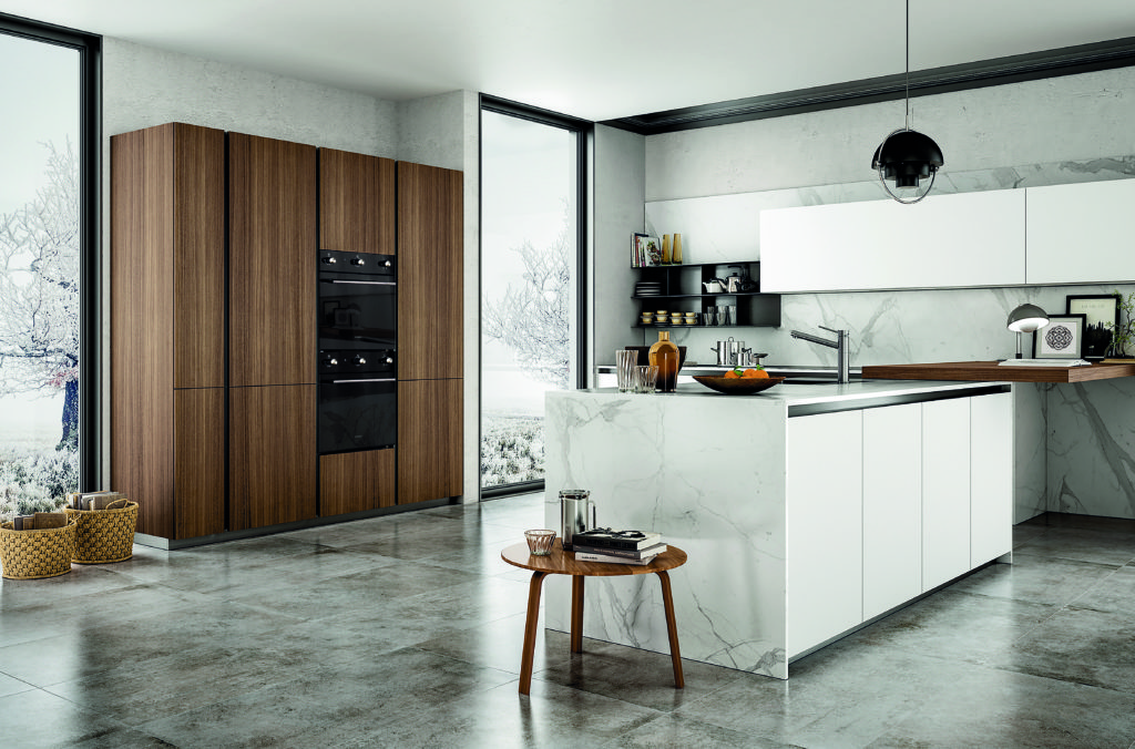Glem Gas Schock: The mirrored black exterior glass and the stainless steel profiles of the Schock Silver F605 Black oven give the product a clean and essential style that is well suited to the various types of kitchens. The appliance is in A Class, has 5 functions and an extra-large cavity of 64 net liter